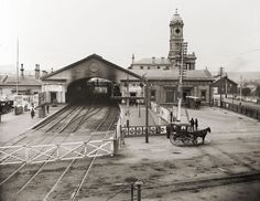 Ballarat railway station, ca. 24 Rare Vintage Pictures of Melbourne in the ~ vintage everyday Melbourne Victoria, Victoria Australia, City Of Adelaide, Melbourne Suburbs, Vintage Architecture, Historic Architecture, Airlie Beach, Picnic Area, Great Barrier Reef