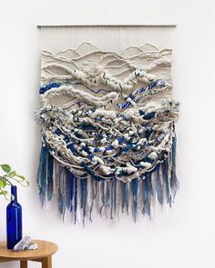 Tapices XXL de Crossing Threads - Esto no es arte XXL tapestries by Crossing Threads - This is not art Weaving Wall Hanging, Weaving Art, Loom Weaving, Tapestry Weaving, Hand Weaving, Wall Hangings, Creation Art, Textiles, Weaving Projects