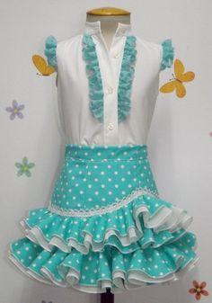 Conjunto camisa y falda rociera para niña verde agua. Traje de gitana flamenca para niña realizado a mano realizado a mano por nuestras propias modistas. Consulta nuestra tienda online www.mibebesito.es