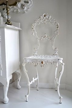 Oh My Baby Jesus! That is the most beautiful chair I have EVER seen! Please please please find me one!