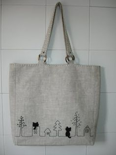 """This """"tote bag"""" has been very easy and quick to make. I really like linens .- Este """"tote bag"""" ha sido muy fácil y rápido de hacer. Me gustan mucho los linos… This """"tote bag"""" has been very easy and quick to make. I really like linens to make bags - Embroidery Bags, Cat Bag, Jute Bags, Patchwork Bags, Denim Bag, Fabric Bags, Cloth Bags, Handmade Bags, Canvas Tote Bags"""