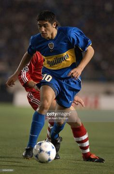 Juan Roman Riquelme of Boca Juniors in action during the Toyota Cup match between Bayern Munich and Boca Juniors at the National Stadium on November 27, 2001 in Tokyo, Japan.