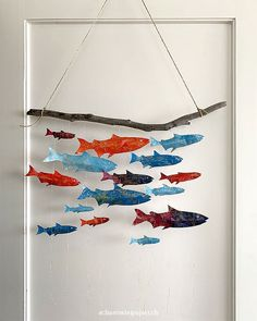 DIY instructions for a mobile with glittering fish - Inspired by Britta Teckentrup& book Pisces, Pisces everywhere, a colorful mobile was created. Fly Fishing Line, Fly Fishing Rods, Mobiles, Jouer Au Poker, Kindergarten Portfolio, Beach Wood, Fish Crafts, Painting For Kids, Fish Art