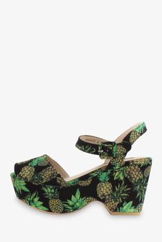 '70s Pineapple Pattern Platform Wedges In Black. Free 3-7 days expedited shipping to U.S. Free first class word wide shipping. Customer service: help@moooh.net