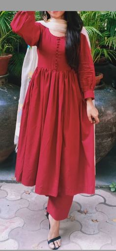 Dress Indian Style, Indian Fashion Dresses, Indian Designer Outfits, Girls Fashion Clothes, Casual Indian Fashion, Girls Frock Design, Fancy Dress Design, Stylish Dress Designs, Simple Pakistani Dresses