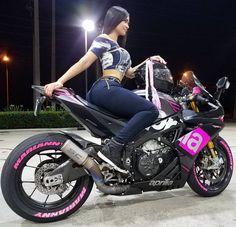 Lady biker #RSV4