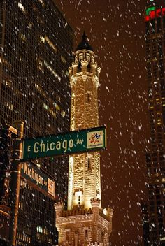 Winter in Chicago ♥ Water Tower. (One of the few surviving buildings from the Great Chicago Fire of Chicago Christmas, Chicago Snow, Chicago Winter, Chicago Chicago, Visit Chicago, Chicago Quotes, Christmas Time, Chicago Night, Chicago Street