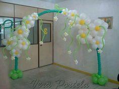 Pretty Balloon Flower Arch