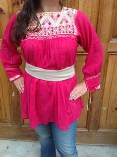 Blusa bordada en San Andrés Larrainzar.  Artesania chiapaneca. Mexican blouse! www.yolte.com.mx