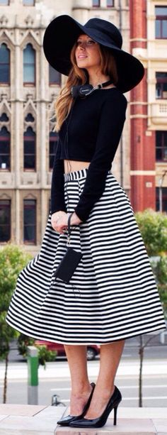 Street style | Black and white striped skirt