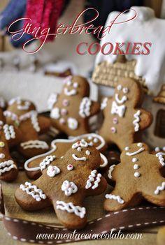 GINGERBREAD  http://www.mentaecioccolato.com/2012/12/gingerbread-omini-di-pan-di-zenzero.html