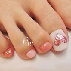 Opting for bright colours or intricate nail art isn't a must anymore. This year, nude nail designs are becoming a trend. Here are some nude nail designs. Pretty Toe Nails, Cute Toe Nails, Fancy Nails, Trendy Nails, Pink Nails, My Nails, Pink Toes, Pedicure Nail Art, Pedicure Designs