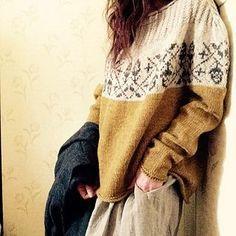 Knitting Patterns Pullover project of Acorn by Junko Okamoto Fair Isle Knitting, Hand Knitting, Mosaic Knitting, Diy Kleidung, Fair Isle Pattern, How To Purl Knit, Pulls, Knitting Patterns, Crochet Patterns