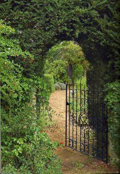 What a GORGEOUS entrance, love the iron gate!!  To a secret garden perhaps?