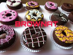IDE BISNIS 2020 ||BROWNIES DONAT (BROWNAT) || TUTORIAL MENGHIAS BROWNAT CANTIK - YouTube Brownie Recipes, Cupcake Recipes, Dessert Recipes, Desserts, Chocolate Brownie Cookies, Brownie Cake, Brownies Kukus, Baked Donuts, Doughnuts