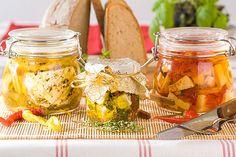 Nakládané sýry jsou výborným zpestřením grilování nebo posezení s přáteli Preserves, Pickles, Feta, Cucumber, Canning, Preserving Food, Pickling, Pickle, Conservation