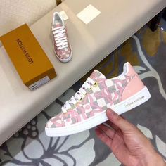 Louis Vuitton lv woman shoes leather sneakers