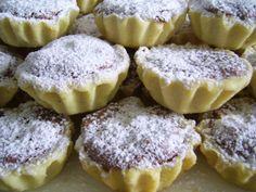 Reteta culinara Cosulete cu dulceata si nuci din categoria Prajituri. Cum sa faci Cosulete cu dulceata si nuci