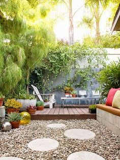 Budget-Friendly Ideas for Outdoor Rooms and Backyard - this looks so private and lovely, love the combo of wood and gravel, with circular pavers