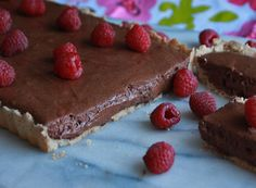 Chocolate Mousse Tart: luscious chocolate mousse in a shortbread crust. A nice alternative on this Chocolate Mousse Day! #Frenchfood #chocolate #recipe