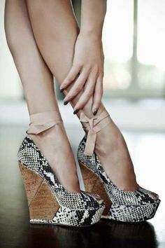 Good-Looking Snake Skin Wedge Heels| Material:Blending|French chic