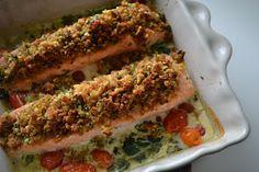 Eet lekker: Zalmfilet met parmezaan-broodkorst en spinazie