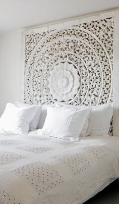 """45 """"All In White"""" Interior Design Ideas For Bedrooms. Belle chambre toute blanche All White Bedroom Cozy headboard, by the sea style ! Home Bedroom, Bedroom Decor, Bedroom Ideas, Wall Decor, Plum Bedroom, Bali Bedroom, Peaceful Bedroom, Bedroom Suites, Extra Bedroom"""