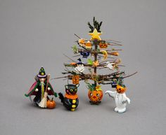 Good Sam Showcase of Miniatures: At the Show - Folk Art,Toys and Holiday Decor