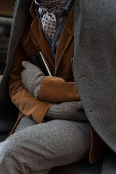 Gray and brown layers/ this looks very hobo chic, I like it - Men's style, accessories, mens fashion trends 2020 The Sartorialist, Hobo Chic, Look Fashion, Winter Fashion, Mens Fashion, Street Fashion, Milan Fashion, Fashion Coat, Classy Fashion