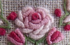 Point de poste et point de neoud Embroidered Roses, Le Point, Beaded Jewelry, Knots, Embroidery, Flowers, Stitches, Couture, Genre