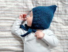 baby-light dwarf hat babyleichtes zwergenmützlein (ulma) from the little fox we still have a few dwarf hats for the mosquito heads – here, for example. (oh oh, the animated gif there!) but after a little pixie-hat-pattern-change - Easy Blanket Knitting Patterns, Crochet Pullover Pattern, Crochet Patterns, Knitted Hats Kids, Knitted Baby Blankets, Knitting For Kids, Dwarf Hat, Peek A Boo, Baby Hats
