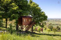 Dai un'occhiata a questo fantastico annuncio su Airbnb: Aroma(n)tica TreehouseinMonferrato - Case sugli alberi in affitto a San Salvatore Monferrato