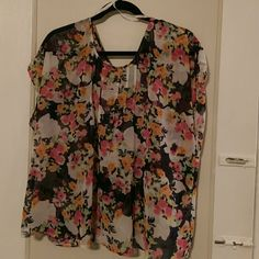 Floral Chiffon Tulip Back Top Floral Chiffon Tulip Back Top with buttons at on back ( torrid size 0) torrid Tops Blouses