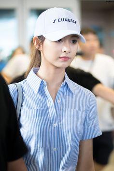 Twice-Tzuyu 180813 Incheon Airport from LA Nayeon, Kpop Girl Groups, Korean Girl Groups, Kpop Girls, Korean Beauty, Asian Beauty, Asian Woman, Asian Girl, Twice Tzuyu