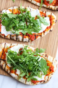 Skinnytaste Easy Grilled Pizza is made from scratch with my easy yeast-free Greek yogurt dough, topped with sauce, mozzarella cheese and your choice of toppings. A great summer outdoor meal that whole family can enjoy! Ww Recipes, Dinner Recipes, Healthy Recipes, Skinnytaste Recipes, Lunch Recipes, Slimming Recipes, Summer Recipes, Delicious Recipes, Baking Recipes