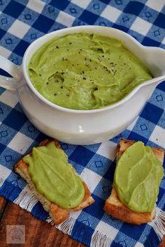 Sos de avocado | CAIETUL CU RETETE Baby Food Recipes, New Recipes, Vegetarian Recipes, Cooking Recipes, Healthy Recipes, Avocado Salad Recipes, Good Food, Yummy Food, Foods To Eat