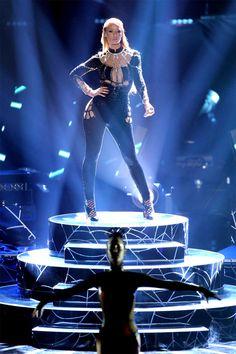 Iggy performing Black Widow at the 2014 VMAs