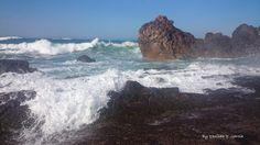 El movimiento de las olas, la suave brisa, el olor a mar....  Puerto de Armintza, Vizcaya, España