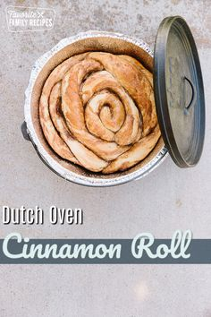 Dutch Oven Breakfast, Dutch Oven Bread, Dutch Oven Camping, Cast Iron Dutch Oven, Fire Cooking, Oven Cooking, Dutch Oven Desserts, Cinnamon Bread, Cinnamon Rolls