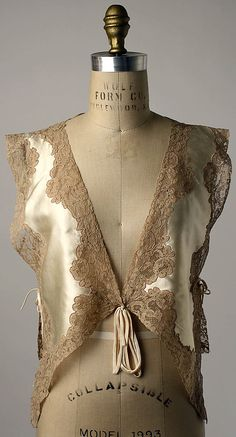 Bed jacket Department Store: Saks Fifth Avenue (American, founded Date: Culture: American Medium: silk, cotton Dimensions: Length at CB: 17 in. Vestidos Vintage, Vintage Dresses, Vintage Outfits, Vintage Fashion, Vintage Nightgown, Ropa Interior Vintage, Lingerie Vintage, Kleidung Design, Mode Vintage