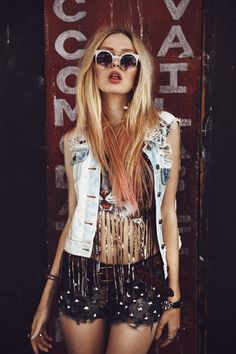 Awesome styling, from the retro sunglasses to the high waster studded shorts!