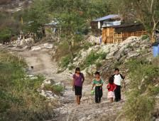 800 millones de personas aún viven con menos de 1.90 dólares diarios BM - El Financiero
