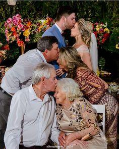 Most Emotional Wedding Photos Ever – funny wedding pictures Wedding Picture Poses, Funny Wedding Photos, Wedding Photography Poses, Wedding Poses, Wedding Pictures, Wedding Family Photos, Funny Weddings, Wedding Tips, Funny Photos