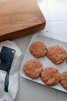 How to Make Delicious Breaded Chicken Burgers!The Art of Doing Stuff Ground Chicken Burgers, Turkey Burgers, Oven Baked Chicken Tenders, Breaded Chicken, Pan Bread, Chicken Recipes, Stuffed Peppers, Meals, Cooking