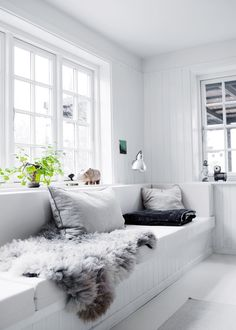 An interior pro lets us in on the secret to pulling off a monochromatic white living room; plus, 20 images that will inspire you to make it work in your own home. Living Room White, Home And Living, Living Room Decor, Living Spaces, Living Rooms, Cozy Living, Ideas Hogar, Scandinavian Home, Home Furniture