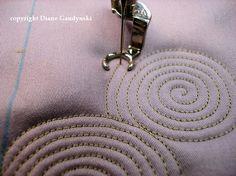 """This is a great tutorial and very nice for quilting. Diane Gaudynski """"A New Tradition in Quilting"""": Celtic Bubbles ~ Tutorial Machine Quilting Tutorial, Machine Quilting Patterns, Quilting Tutorials, Quilting Projects, Quilt Patterns, Quilting Ideas, Patchwork Quilting, Quilt Stitching, Longarm Quilting"""