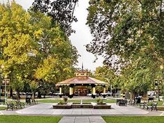 Healdsburg activities - list of bocce wineries. Cute town - wander the shops