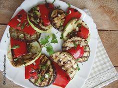 Reteta de legume la gratar cu otet balsamic si usturoi, este extrem de simplă dar foarte savuroasa. Se pot consuma ca atare sau pe post de garnitura.
