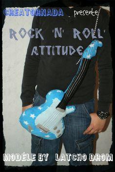 """modèle guitare du livre Latcho Drom """"Coussins à cajoler"""" à commander ici http://www.bibliocratie.com/produit/coussins-cajoler/"""