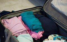 Para escolher o tipo de roupa a colocar na mala, é preciso saber o clima da cidade e considerar o motivo da viagem.  Na hora de selecionar as roupas, sempre ficamos com aquela sensa...